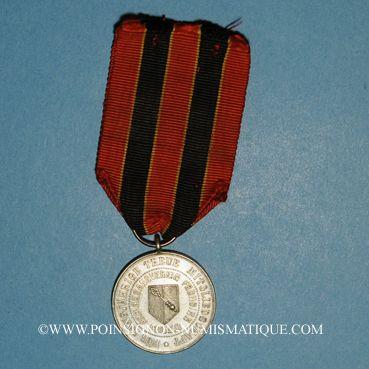Coins Colmar. Insigne de membre de la chorale des travailleurs Frohsinn. Bronze argenté avec son œillet...