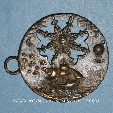 Coins Voilier et montgolfière (fin 18e - début 19e). Médaille bronze uniface repoussé et ajouré