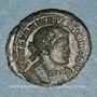 Coins Constantin II, césar (317-337). Follis. Lyon, 1ère officine 330. R/: deux soldats